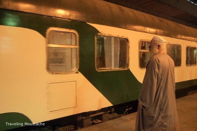 埃及旅遊|開羅到亞斯文——臥舖火車誤點事件