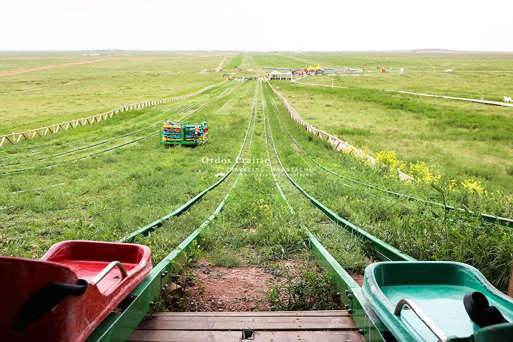 鄂爾多斯草原-滑草